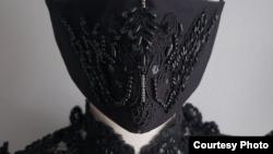 Masker 'Pheren Couture' karya desainer Indonesia di Los Angeles, Pheren Soepadhi (dok: Pheren Soepadhi)