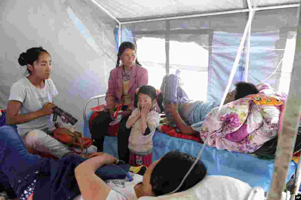 Residents injured in the earthquake receive medical treatment at a camp in Meichuan town in northwest China's Gansu province, July 22, 2013.