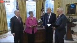 Заклетва на сенаторот Џеф Сешнс на функцијата главен правобранител