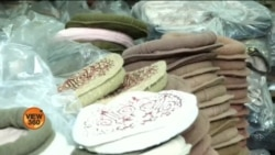چترال کی روایتی ٹوپی 'کپھوڑ' گاہکوں کی منتظر