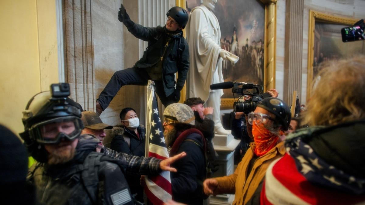 В США заведено уголовное расследование о беспорядках в Капитолии
