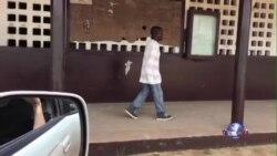 搬运埃博拉死者尸体的利比里亚勇士