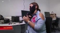 Công nghệ giúp người câm 'nói chuyện', người mù 'thấy đường'