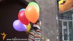 ЛГБТ-активісти віддячили Медведчуку