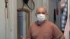 """Contra """"viento y pandemia"""" un colombiano extiende su mano amiga a necesitados"""