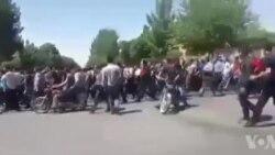 تظاهرات آرام مردم در منطقه شاپور جدید اصفهان در روز چهارشنبه