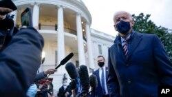 Umongameli Joe Biden ekhuluma lentathelizindaba.