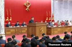 김정은 북한 국무위원장이 지난 6월 평양에서열린 노동당 중앙위원회 제8기 제3차 전원회의에서 식량난을 공식 언급했다.
