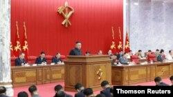 북한 김정은 국무위원장이 15일 평양에서 열린 노동당 중앙위원회 제8기 제3차 전원회의에서 발언했다.