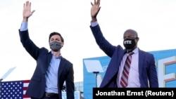 Jon Ossoff e Raphael Warnock, senadores democratas