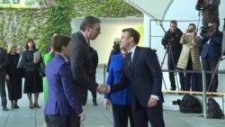 Je li skup u Berlinu bio kupovina vremena za samit u Parizu?