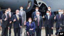 지난 6일 한국에 이어 타이완을 방문한 미국 민주당 소속 태미 덕워스 상원의원과 크리스 쿤스 상원의원, 공화당 소속 댄 설리번 상원의원 등 의회 대표단.