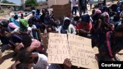 Abimukira bavuga ko bahunze intambara, ubukene hamwe n'ubwicanyi, bafungiwe muri Lbiya
