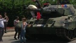 İstanbul'da Darbe Girişiminden Sonra Yolda Terkedilmiş Tank