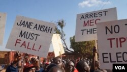 Malawi Election Protesters say the demos and dialogue should run concurrently. (L. Masina for VOA)