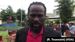 Senator Antonio Cheramy talks to VOA Creole on the lawn of the Haitian parliament.