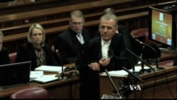 Pistorius Urged to Look at Police Photo of Steenkamp