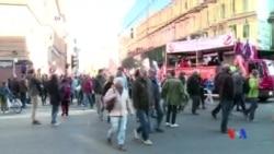 2015-10-11 美國之音視頻新聞: 德國數十萬人抗議歐盟-美國自貿談判
