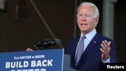 El exvicepresidente demócrata, Joe Biden, se dirige a sus seguidores en un disccurso de corte económico en la ciudad de Dunmore, Pensilvania.