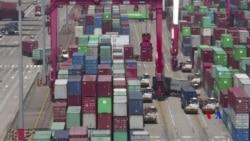 """2018-07-06 美國之音視頻新聞: 美國開始對中國產品徵稅中國稱""""被迫反制"""""""