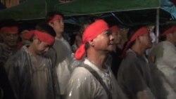 香港罷工工人冒雨包圍長江抗議