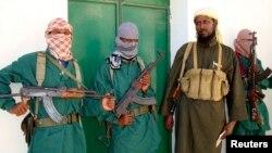 Umuvugizi wa Al Shabab Sheik Muktar Robow Abu Mansur (agira kabiri i buryo, asohotse ahejeje gutanga ikiganiro