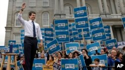 Pete Buttigieg na predizbonom mitingu u New Hampshireu