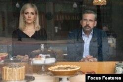 استیو کرل و رز برن در فیلم مقاومتناپذیر از جان استیوارت