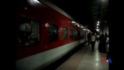 2014-07-23 美國之音視頻新聞: 印度火車出軌引起交通嚴重混亂