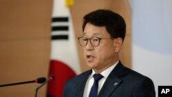 韩国统一部发言人吕尚基(Yoh Sang-key)在韩国首尔政府大楼的简报会上发表讲话。(2020年6月10日)