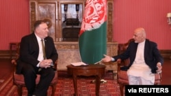 Afghanistan's President Ashraf Ghani,right, meets with U.S. Secretary of State Mike Pompeo in Kabul, March 23, 2020. (Afghan Presidential Palace/Handout via Reuters)