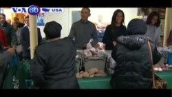 Gia đình TT Obama phân phát thức ăn nhân dịp Lễ Tạ Ơn