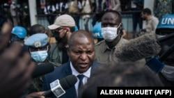 Rais wa Jamhuri ya Afrika ya kati Faustin Archange Touadera akihutubia waandishi wa habari