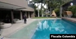 En esta captura de pantalla se puede observar el patio interior de la mansión ocupada al colombiano Alex Saab en la ciudad de Baranquilla. [Foto cortesía Fiscalía General Colombia].