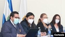 Miembros de Fiscalía General de El Salvador en conferencia de prensa para denunciar el entorpecimiento de su investigación. Foto: cortesía Fiscalía General de El Salvador.