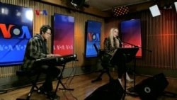 VOA Border Crossings: Kristen D, Fares Kaleemah, Penyanyi Dangdut di AS