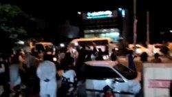 معترضان در چابهار شعار میدهند: ملت گدایی میکند رهبر خدایی میکند
