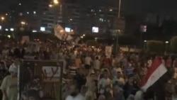 埃及抗议者与政府紧张对峙