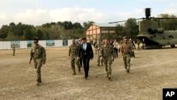마크 에스퍼 미국 국방장관이 20일 아프가니스탄 카불의 연합군 기지를 방문했다.