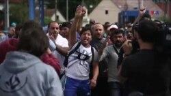 Xorvatiyada miqrantlar Sloveniya ilə sərhədin açılmasını tələb edir