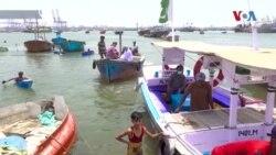 مریضوں کے علاج کے لیے روز کشتی میں جانے والی کراچی کی ڈاکٹر