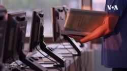 VOA英语视频: 非政府组织帮助低收入移民掌握计算机谋生技能