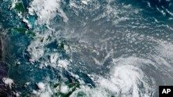 Picha za Satellite zikionyesha dharuba ya kimbunga Elsa kikipita Caribbean, juu ya Barbados, Julai 2, 2021, saa 12:00 Z (8am a.m. ET).