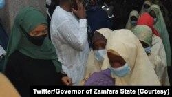 Les écolières nigérianes qui avaient été enlevées après leur libération, au gouvernorat de l'État de Zamfara, le 2 février 2021