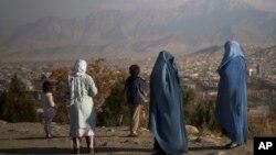 دیدبان حقوق بشر می گوید که عمده ترین قربانی نقض حقوق بشر در افغانستان زنان و دختران اند.