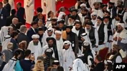 资料照片:塔利班谈判代表在卡塔尔首都参加与美国谈判代表的签约仪式(2020年2月29日)