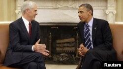 El presidente Barack Obama se reunió en la Casa Blanca con el secretario de Comercio saliente, John Bryson.