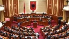 Shqipëri: Debate të gjata në parlament