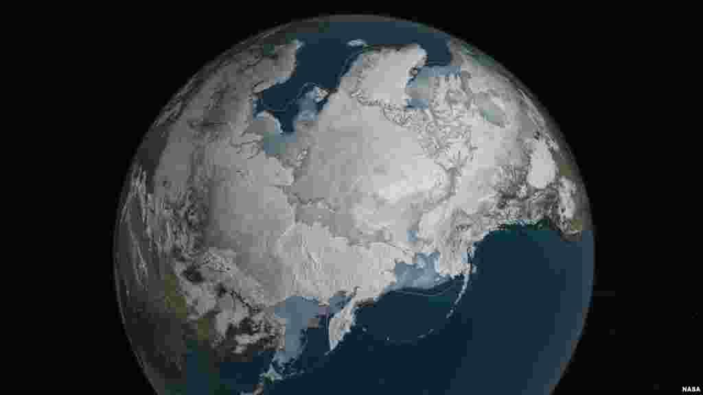 Băng biển ở Bắc Cực đang ở mức thấp kỷ lục vào mùa đông trong năm thứ hai liên tiếp. Với diện tích 5.607 triệu dặm vuông, nó là diện tích tối đa thấp nhất mà vệ tinh từng ghi nhận, và thấp dưới mức tối đa trung bình 431.000 dặm vuông. (NASA Goddard's Scientific Visualization Studio/C. Starr).
