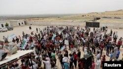 ជនភៀសខ្លួនស៊ីរីប្រមូលផ្តុំគ្នាដើម្បីបាតុកម្មទាមទារឲ្យបញ្ឈប់ការវាយប្រហារតាមអាកាស នៅក្នុងខេត្ត Idlib ប្រទេសស៊ីរី កាលពីថ្ងៃទី៣១ ខែឧសភា ឆ្នាំ២០១៩។
